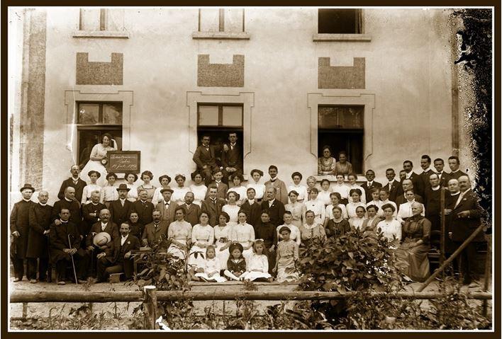 stare zdjęcie grupowe personelu sanatorium
